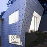Gyémánt-ház szokatlan díszítéssel