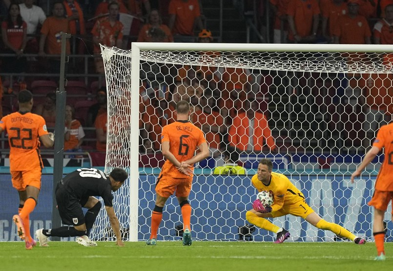 Hollandia bejutott a legjobb 16 közé, Budapesten játssza a nyolcaddöntőjét