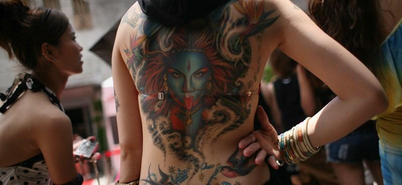 A nők tetováltatják magukat inkább