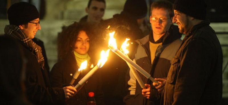 Hanukagyertya-gyújtás Budapesten. Tarlós szerint nincs, Köves szerint van antiszemitizmus