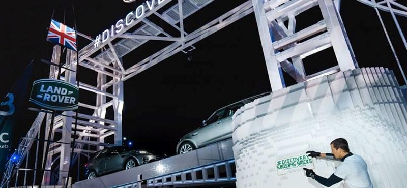 A Land Rover összerakta a világ legnagyobb Lego-hídját