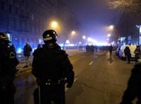 Videón, ahogy a rendőrök lerohanják a 21 éves férfit a Körúton