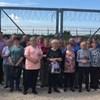 Buszos kirándulást szervezett a határkerítéshez egy fideszes politikus