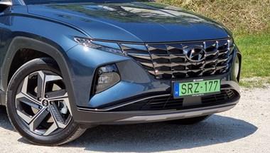 Magyarországon a zöld rendszámos Hyundai Tucson és az új Bayon