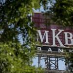 Az MKB több mint 90 százaléka Mészáros Lőrincé és Szíjj Lászlóé