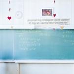 Csoki, telefon és kabalaállat-hegyek: képek a érettségizőkről