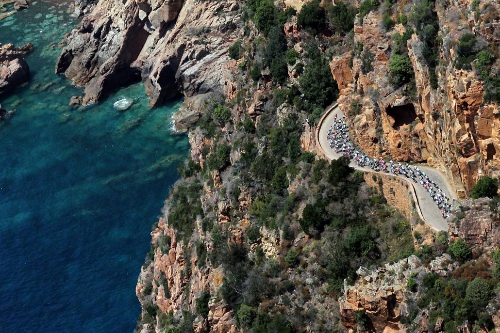 13.07.01. - Ajaccio, Franciaország: a Tour de France versenyzői Ajaccio és Calvi közt a 145,5 kilométeres harmadik szakaszon - évképei, az év sportképei