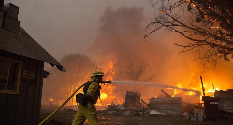 Már 58 halottja van a kaliforniai tűzvésznek