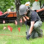 Fotók: megkezdődött az aknamentesítés a horvát határ mentén
