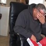 Sírva fakadt gyerekei ajándékától egy amerikai férfi – videó