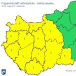 Riasztás van a Dunántúl nagy részén, leszakadt az ég Sopronban