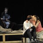 A varázserő eltűnik, de ennek így kell lennie – az Örkény Színház előadása a hvg.hu-n