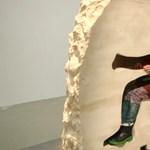 Újabb őrült performanszra készül a kitömött medvébe költöző művész – videó