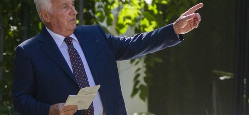 Orbán apja mégsem építkezik a volt kavicsbányában