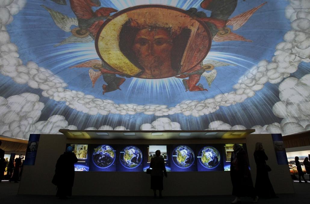 Oroszország - Multimédiás bemutató a ''Orosz ortodox templomok'' kiállításán Moszkvában.