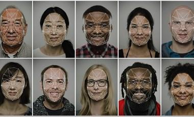 A kínai Canon-dolgozóknak minden alkalommal mosolyogniuk kell az arcfelismerőbe, különben mehetnek haza
