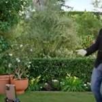 Így járja John Travolta a lányával a Grease-ből ismert táncot 43 évvel a film után