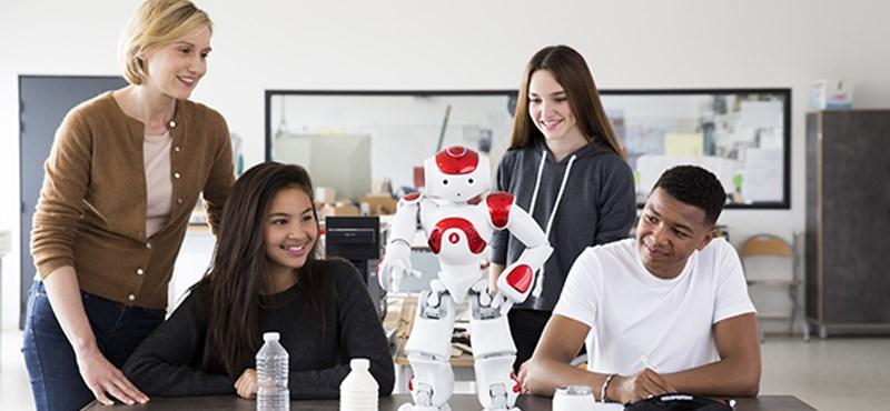 Emberszerű robottanárt kaptak egy finn iskola diákjai – videó