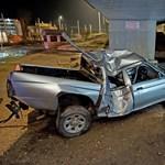 Lerepült egy autó a Határ úti felüljáróról – fotók