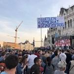 Vádat emeltek egy tüntetésen a rendőröket vegzáló férfival szemben