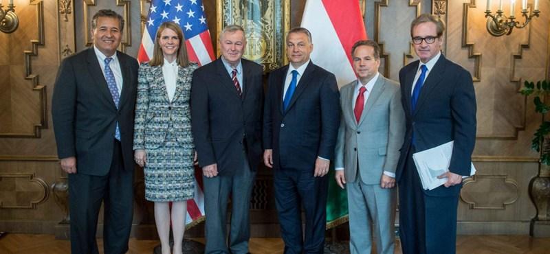 Elbukta képviselői helyét Orbán washingtoni lobbistája