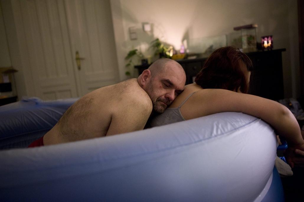 mti.14.02.23. - otthonszülés Bu,dapesten - Éva és Péter Zora születésekor (feb.20-án fotózva)