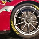 Körbefotóztuk a Pécsett gyártott szuperdrága Ferrarikat