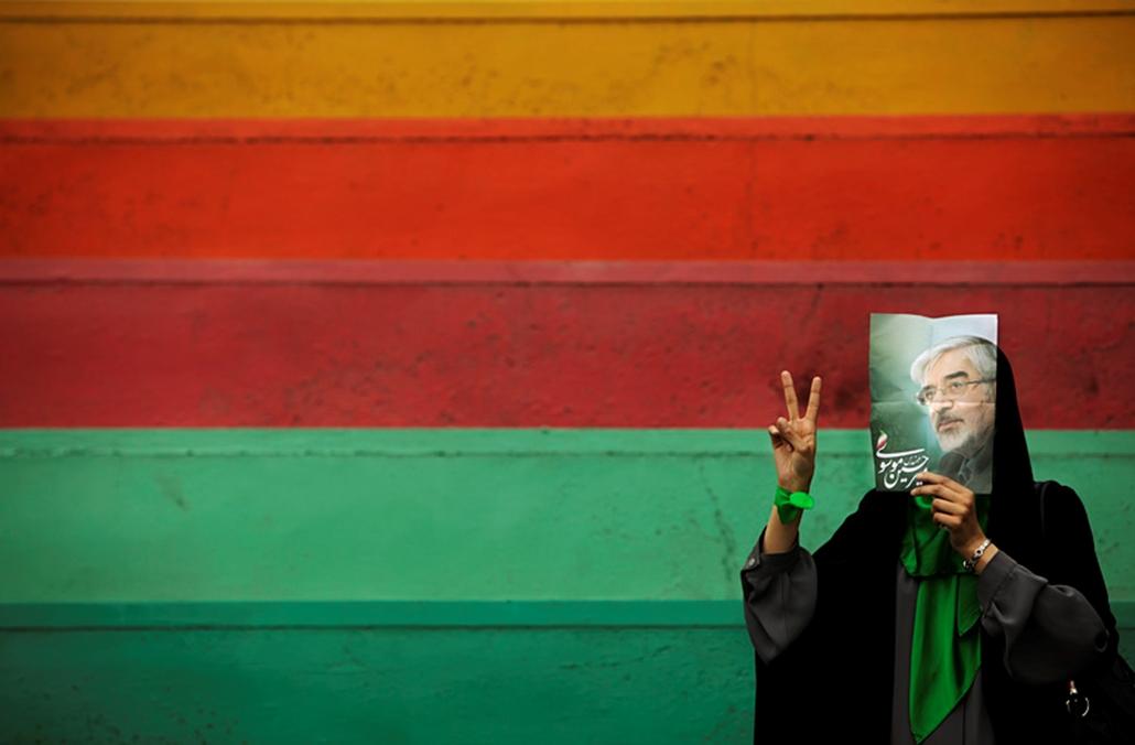 Mir Hoszein Muszavi reformpárti iráni elnökjelölt támogatója.