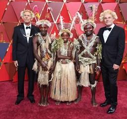 Hollywood kiöltözött: pazar elegancia és rémisztő lila a vörös szőnyegen