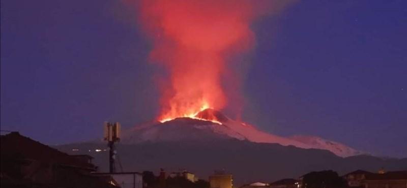 Erős földrengés volt Szicíliában, az Etnából láva folyik
