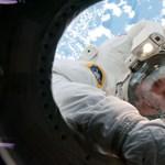 Csomagolnak az Endeavour űrhajósai