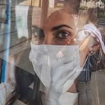 Romlik a helyzet Olaszországban, visszatér a kötelező utcai szájmaszk