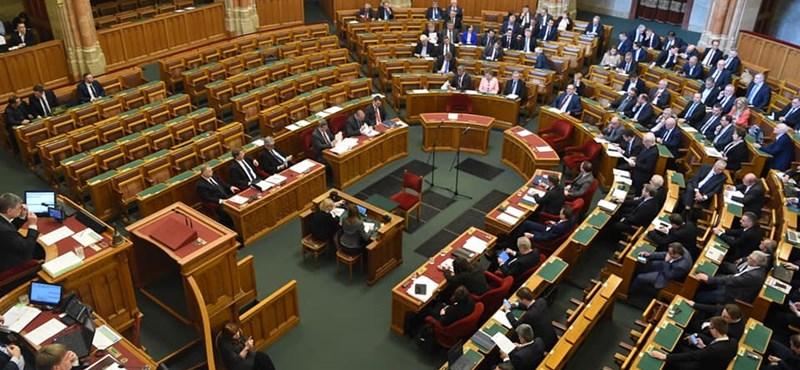 Százezrekkel nő az országgyűlési képviselők fizetése