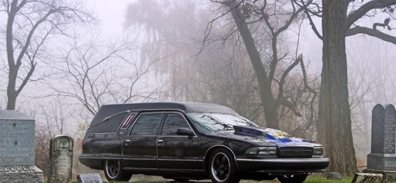 Videó: íme az ezer lóerős halottaskocsi