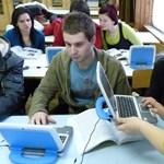 450 laptopot osztanak szét a diákok között