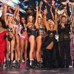 Transznemű modellek miatt kellett magyarázkodnia a Victoria's Secret vezetőjének