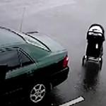 Ijesztő videón, ahogy a forgalmas útra gurul egy elszabadult babakocsi