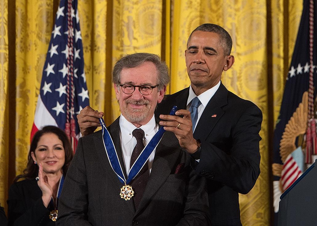 AFP -  2015 Barack Obama kitünteti az  Elnöki Szabadság-medállal  Steven Spielbergt,