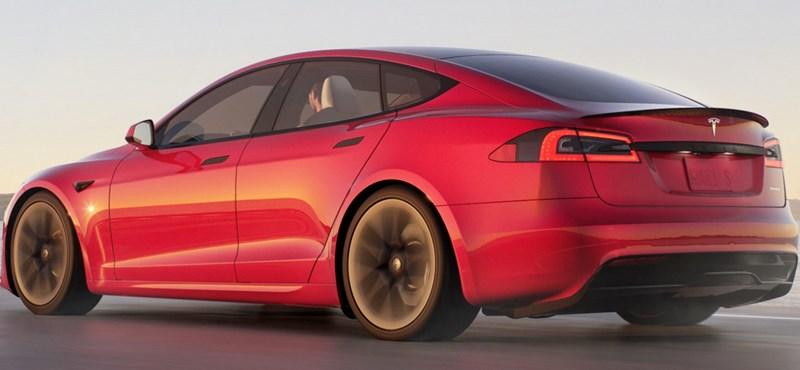 Közel 135 ezer autót hív vissza a Tesla