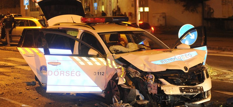 Öt sérült, köztük három rendőr egy VIII. kerületi balesetben