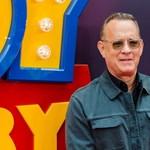 Tom Hanks megmutatta, milyen menő fürdőnadrágot kapott születésnapjára – videó