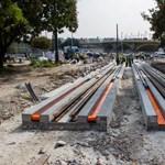 Egyre jobban látszik, milyen lesz a budai fonódó villamos a Margit hídnál – fotók