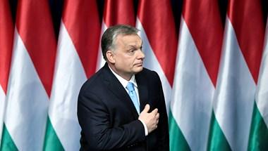 Ebben a színezőkönyvben Orbánt és Mészárost is ki lehet pingálni
