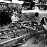 A Trabantokat az út szélén hagyják és kibelezik – 1991. április 23.
