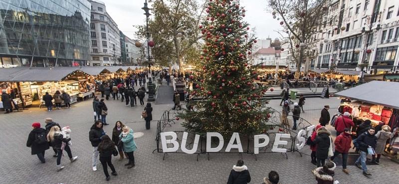 Előrehozott ünnep: megnyitott az adventi vásár a Vörösmarty téren
