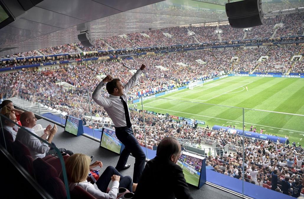 afp.18.07.15. Emmanuel Macron reakciója a 2018-as Foci Világbajnokság döntő francia-horvát mérkőzésen július 15-én