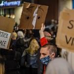 Kirúgták a Facebooktól a Trump posztjai miatt tiltakozó dolgozót