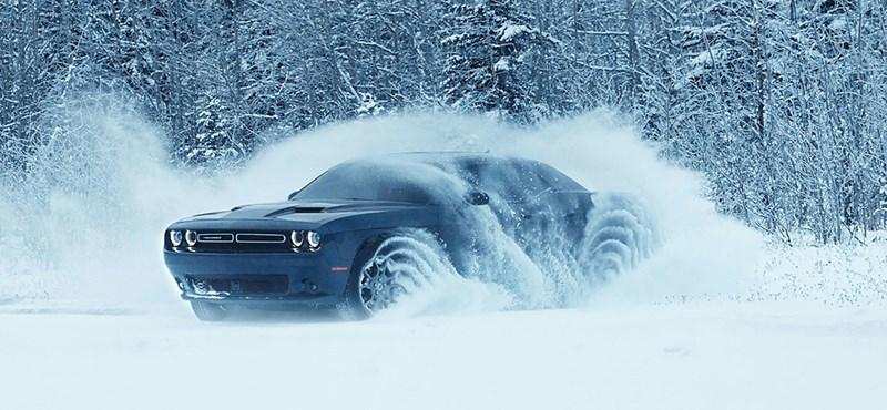 Oroszországban is hallani, ahogy Alaszkában randalírozik a Dodge összkerekes izomautója