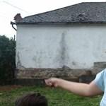 """Videó: """"Meghaltok, cigányok!"""" – 3 hónapja zaklat egy családot a Betyársereg"""