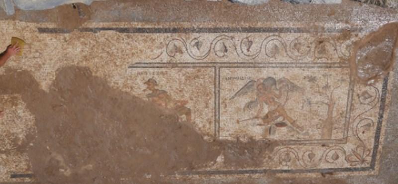 Mocskos humorú mozaikok bizonyítják, hogy nem változtunk kétezer év alatt
